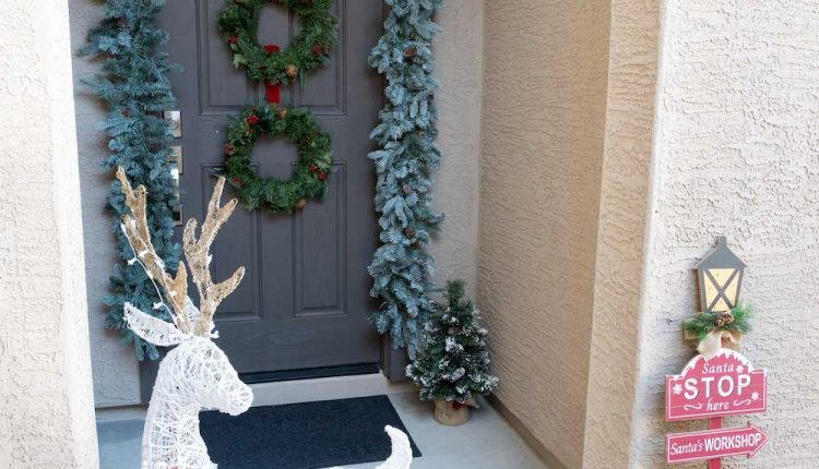 Balancing Traditional and Neutral Holiday Decor