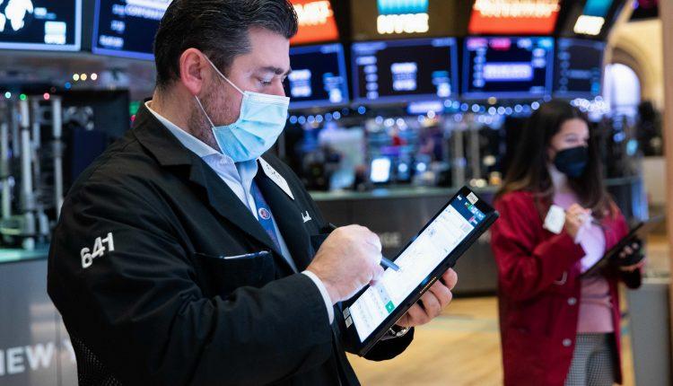 Stock futures flat after Monday's session breaks winning streak