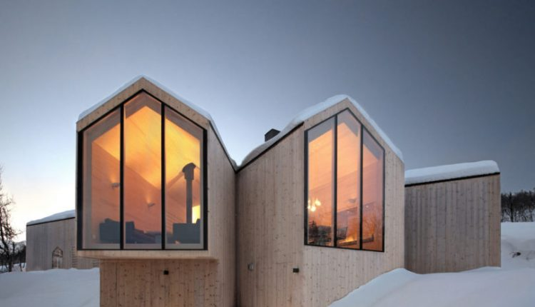 10 Wintry Modern Cabins We'd Be Happy To Hole up