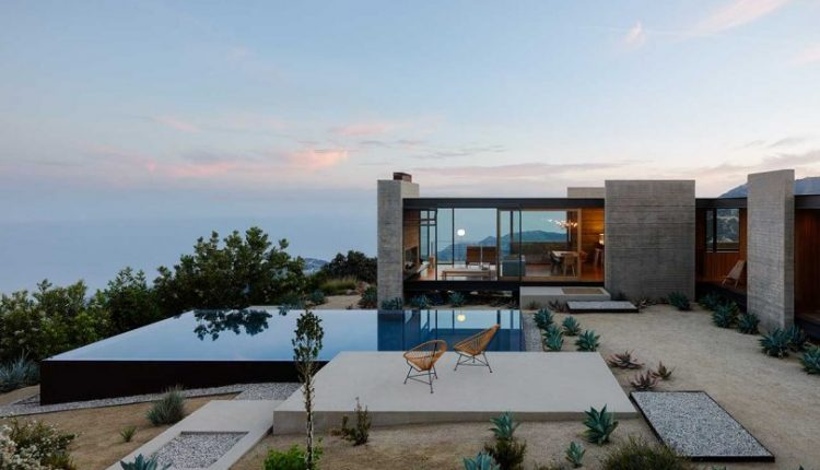 Saddle Peak House in the Santa Monica Mountains Overlooking the