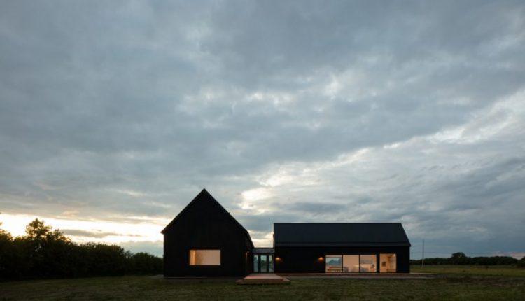 Ravi Handa Architect + AAmp Studio Make a Solid Case