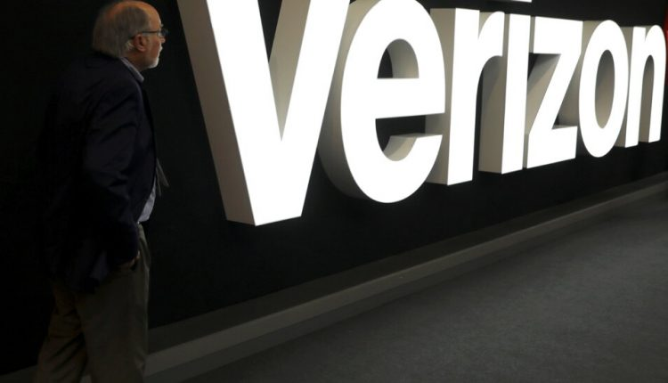 Verizon Near Deal to Sell Yahoo and AOL