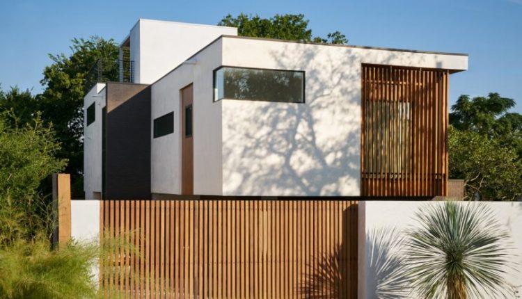 SLIC Design Creates a Modern Glass House That Rises to