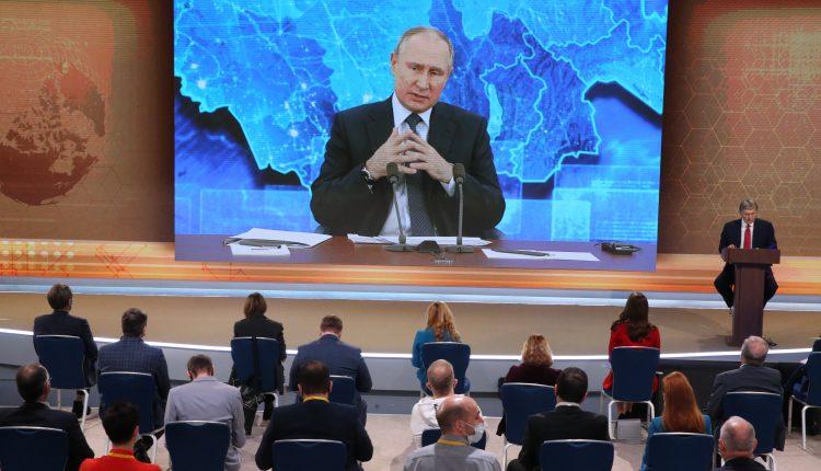 Putin calls on public to take the coronavirus vaccine