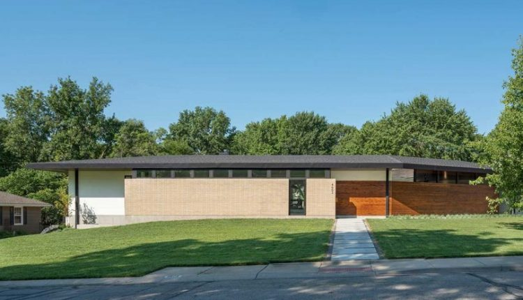 The Homestead Residence in Kansas Gives Nod to Mid-Century Modern