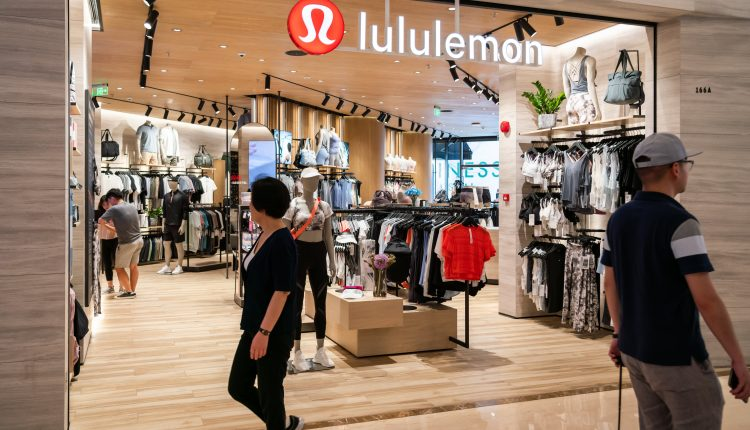 Lululemon sees earnings at top end of outlook thanks to