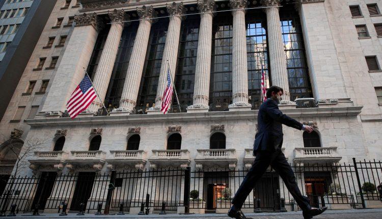 NYSE says it will no longer delist three Chinese telecom