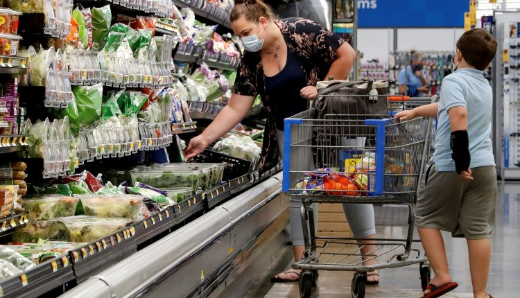 Walmart customers don't expect a speedy economic recovery, top exec