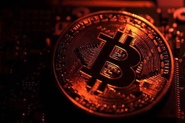 Bitcoin, US tech stocks are biggest bubbles, Deutsche Bank survey