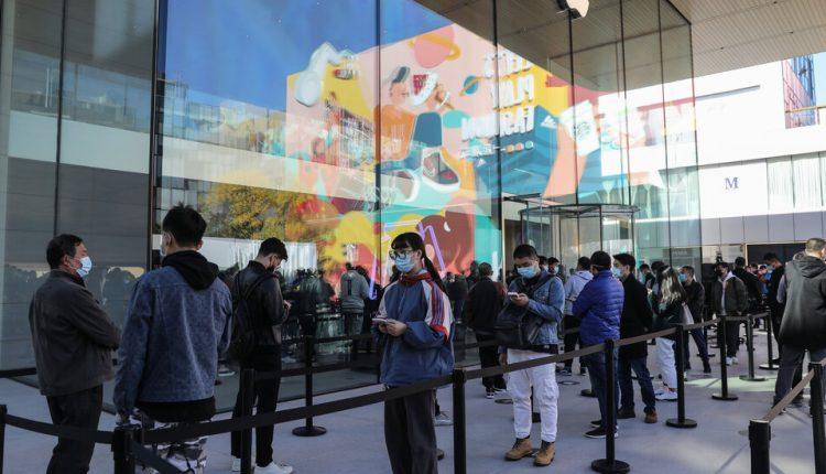 Apple Surpasses $100 Billion in Quarterly Sales