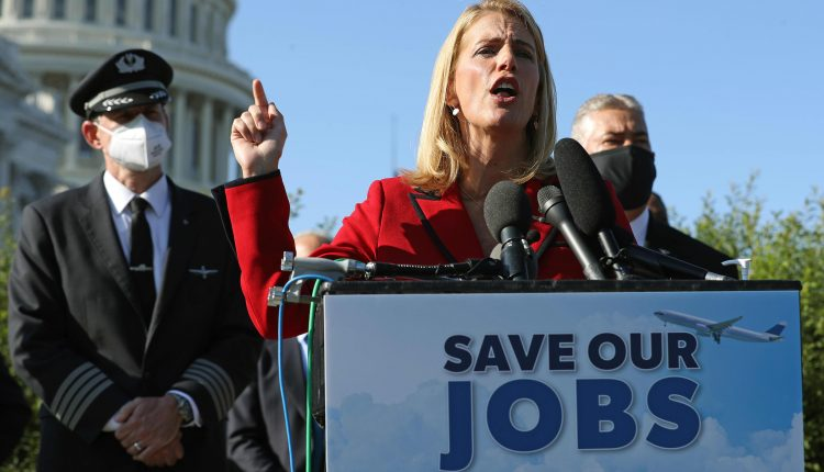 Airlines, labor unions seek more federal aid with travel demand