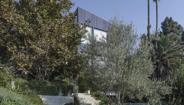 The Garden House in LA Balances Privacy With Full Immersion