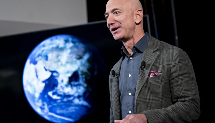 Jeff Bezos tours Relativity Space headquarters with Tim Ellis