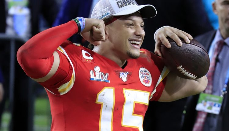 Patrick Mahomes to sell NFT trading cards