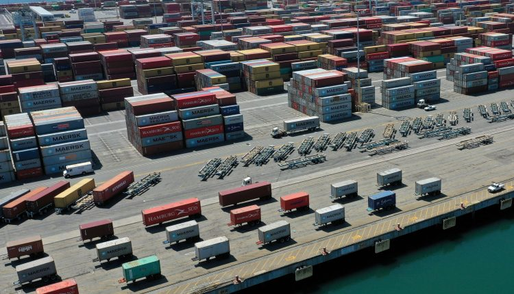 Retailers pay to fly goods from China as U.S. port