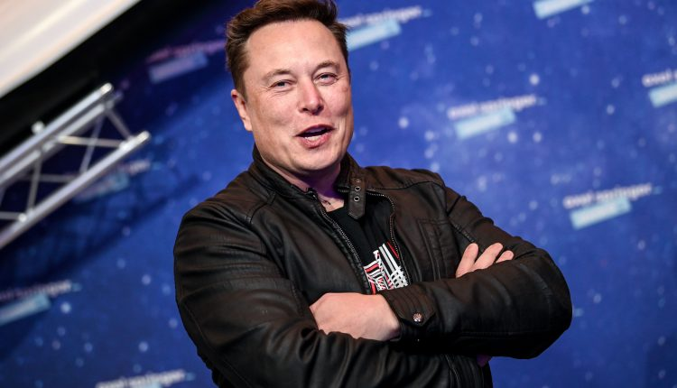Some of 'SNL's' cast is confused, annoyed that Elon Musk