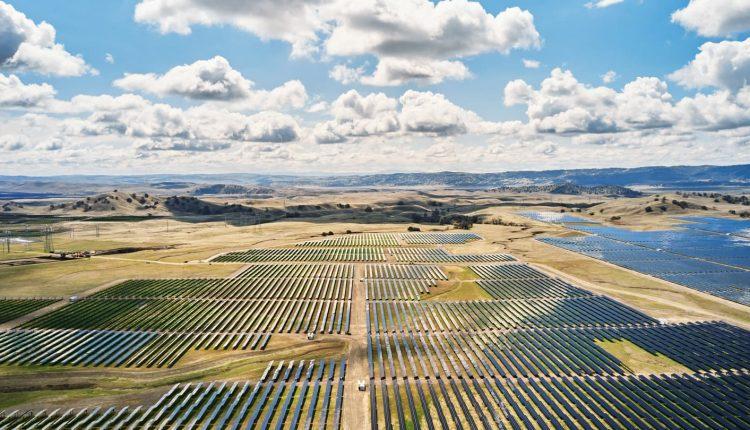 Apple will use Tesla Megapack batteries at its solar farm