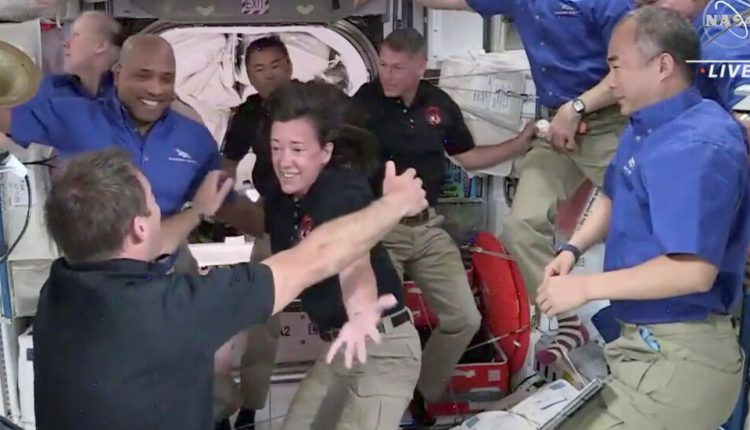 4 Astronauts Float Into the International Space Station and Open