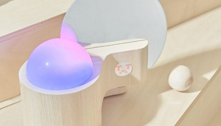 Emotion Collector Turns Your Feelings Into Colorful Lighting