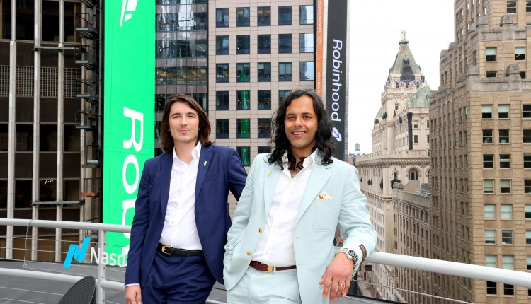 Robinhood shares jump 10% as it closes out wild week