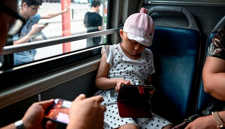 China Tightens Limits for Young Gamers and Bans School Night