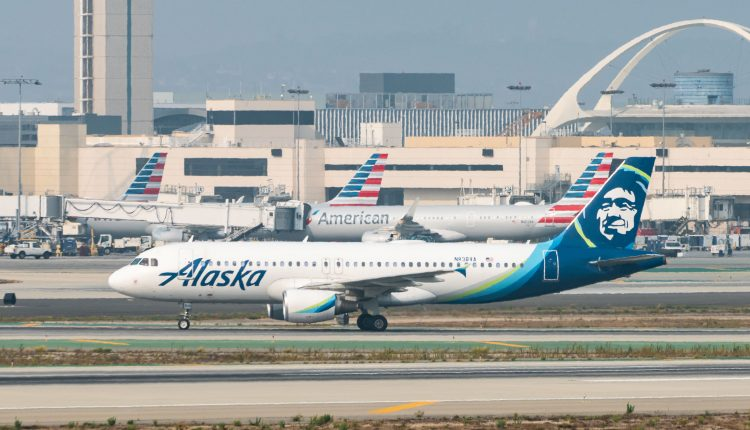 Alaska Airlines will give vaccinated employees $200, stops short of